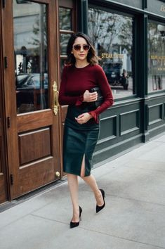 Classy and casual business outfits ideas with high heels shoes 67