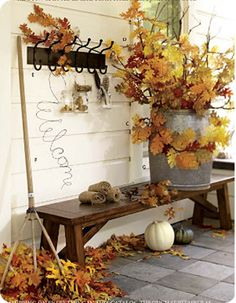 would love to recreate this fall decor on my front porch