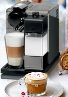 Lattissima Touch was created especially for people who love coffee with milk. Prepare an espresso, lungo, cappuccino or a latte macchiato at the touch of a button while you're entertaining this weekend! Your guests will be pleased with the wide variety of drink recipes you'll be able to create.