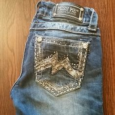 Miss Me Boot Cut 24x31 Boot Cut, Inseam 31, no missing details, great condition Miss Me Jeans Boot Cut