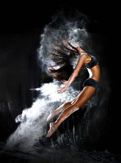 Top Digital Photography Tips Dance Photography Poses, Dance Poses, Fitness Photography, Portrait Photography, Photography Magazine, Amazing Dance Photography, Movement Photography, Photography Jobs, White Photography
