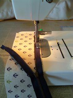 子供たちが「自分が使う~。」と取り合いになったラミネートの生地で作ったペンケース(Slim type)の作り方 ご紹介します。(作り方は一例です。)まず 材料ラミネートの生地 7.5cm X 23cm 2枚20cmファスナーおこ Landline Phone, Projects To Try, Sewing, Flowers, Dressmaking, Couture, Stitching, Sew, Costura