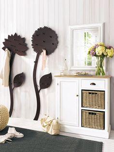 Flur im Landhausstil by wohnidee - flowers with hooks by Heine