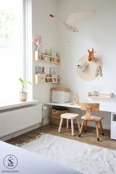 Cute Wall Decor for girls room decor bedroom teenagers diy Weekend DIY: van loos hoekje naar speeltafel in een handomdraai — sevencouches Kids Corner, Play Corner, Girls Bedroom, Bedroom Decor, Bedroom Lighting, Bedroom Lamps, Bedroom Wall, Modern Bedroom, Modern Wall