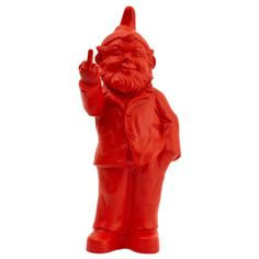 Figurines of gnomes make a middle finger Sponti