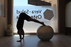 La pirámide sobre fitball
