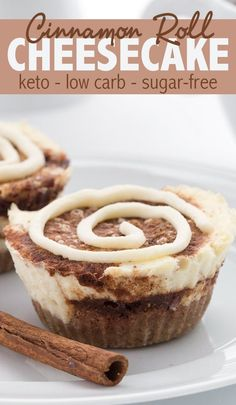 - Dessert Receipes - These low carb sugar-free mini cheesecakes taste just like a cinnamon roll. These low carb sugar-free mini cheesecakes taste just like a cinnamon roll. A sweet keto dessert. Keto Cheesecake, Cinnamon Roll Cheesecake, Mini Cheesecake Recipes, Keto Cake, Keto Cupcakes, Sugar Free Cheesecake, Keto Cinnamon Rolls, Low Calorie Cheesecake, Turtle Cheesecake