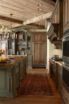 warme farben holzbalken teppich kucheninsel spule kuchen planung kuchen rustikal kuche einrichten warme