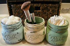 DIY Rustic Mason Jars with great how-to's. Love the bathroom storage idea--adorable little mason jars ♥ Mason Jar Projects, Mason Jar Crafts, Diy Projects, Do It Yourself Design, Do It Yourself Inspiration, Rustic Mason Jars, Painted Mason Jars, Beach Mason Jars, Distressed Mason Jars