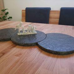 Tischplatten / Untersetzer aus Naturstein und Home Deko für innen oder außer geeignet auch aus Naturstein und erstellt mit unserer Wasserstrahlanlage. #Tischplatten #Naturstein #Häusler #Indoordeko #Outdoordeko #Deko