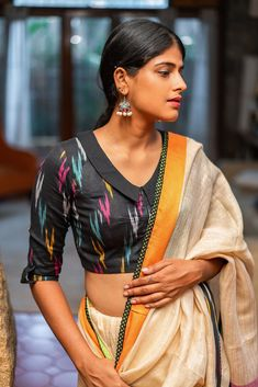Evergreen cotton print pattern blouse never out of style! - - kalamkari & cotton print pattern blouse to try this summer 2020 . Try this look at SM Studio Now try this different looks of kalamkari, ikat print blouse for all those sunn…. Simple Blouse Designs, Stylish Blouse Design, Blouse Back Neck Designs, Black Blouse Designs, Blouse Simple, Dress Designs, Cotton Saree Blouse Designs, Kalamkari Blouse Designs, Choker