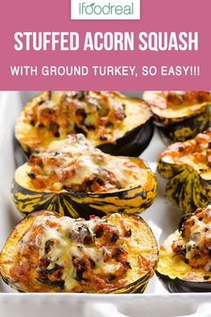 Turkey Stuffed Acorn Squash - iFOODreal - Healthy Family Recipes Turkey Stuffed Acorn Squash Recipe with ground turkey meat and spinach, plus how to cut an acorn squash in half without losing a finger. Acorn Squash Recipes Healthy, Healthy Recipes, Stuffed Squash Recipes, Acorn Squash Salad Recipe, Acorn Squash Baked, Stuffed Acorn Squash, Cena Paleo, Ground Turkey Recipes, Turkey Meat Recipes