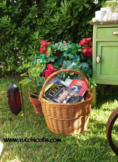 Rincón de lectura-detalle7,rutchicote Basket, Outdoor, Picnic Baskets, Corner Reading Nooks, Outdoors, Outdoor Games, The Great Outdoors