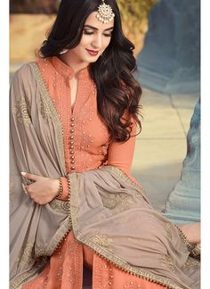 Looking to buy salwar kameez? ✓ Shop the latest dresses from India at Lashkaraa & get a wide range of salwar kameez from party wear to casual salwar suits! Pakistani Fashion Casual, Indian Fashion Dresses, Pakistani Dress Design, Pakistani Dresses, Indian Outfits, Pakistani Suits, Indian Attire, Stylish Dress Designs, Stylish Dresses