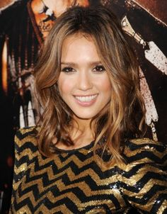 Jessica Alba. Lovely brunette waves with buttery caramel highlights.