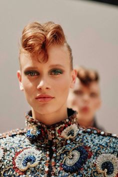 Karl Lagerfeld called on glitter lid and rockabilly twists for the Chanel haute couture autumn/winter show. Short Hairstyles Fine, Square Face Hairstyles, Elegant Hairstyles, Cool Hairstyles, Female Hairstyles, Creative Hairstyles, Popular Hairstyles, Pixie Haircut Styles, Short Hair Styles