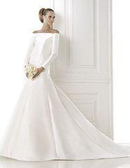 Pronovias presents the wedding dress Balbina. Costura 2015. | Pronovias