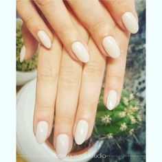 Nude nails, short almond model acryl nails by Hanna's nagelstudio - Almond Nails White Almond Nails, Almond Shape Nails, White Nails, Acrylic Nails Stiletto, Acrylic Nail Shapes, Rose Gold Nails, Pink Nails, French Nails, French Manicures