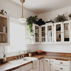10 Staggering Cool Tips: Kitchen Remodel On A Budget Dark colonial kitchen remodel bedrooms.Old Farmhouse Kitchen Remodel old farmhouse kitchen remodel.Old Farmhouse Kitchen Remodel. Retro Home Decor, Diy Home Decor, Modern Decor, Modern Bar, New Kitchen, Kitchen Dining, Awesome Kitchen, Ranch Kitchen, White Appliances In Kitchen