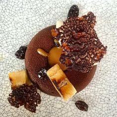 Deconstructed rum-banoffi pie with chocolate mousse & caramel centre torched bananas rum soaked raisins & dark chocolate crisp.  Ive been properly spoilt for my birthday but looking forward to trying the nature based desserts in Lapland Finland next week (yes I will most probably also be trying reindeer) - so please do follow me if you want to see some amazing foods from Lapland!  #dessert #chocolate #cake #icecream #foodgasm #yum #foodpics #dessertporn #tasty #eat #sweets #desserts #baking #swe Banoffi Pie, Lapland Finland, Dessert Chocolate, Food Science, Kitesurfing, Food Facts, Daily Meals, Foodie Travel, Icecream
