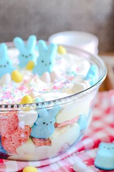 A sweet and easy Easter trifle made with pink velvet cake, cheesecake mousse, and Peeps marshmallows. A sweet and easy Easter trifle made with pink velvet cake, cheesecake mousse, and Peeps marshmallows. Easter Deserts, Easter Treats, Easter Food, Easter Cake Desserts, Easter Eggs, Desserts Diy, Trifle Desserts, Easter Stuff, Dessert Recipes