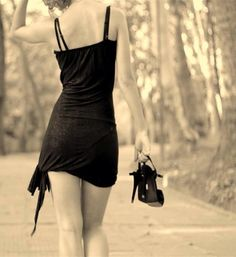 """""""Não tenho tempo para ilusões, meu saldo se esgotou por dez vidas! Quero a verdade, a realidade, os pés no chão. Quero sentir que estou no caminho certo. E se os dias não me apontarem nessa direção, mudo a rota, sem medo. E até que pegue o atalho certo, o meu nome é recomeço...""""  Virgínia Mello"""