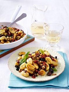Aus dem Ofen oder der Pfanne. In einer cremigen Sahnesoße oder einem fruchtigen Tomatensugo - Gnocchi sind ein wahrer Gaumenschmaus.
