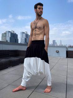 Indian Men Fashion, Asian Fashion, Mens Fashion, Style Fashion, Samurai Pants, Harem Pants Men, Trousers, Mens Kurta Designs, Leg Cuffs
