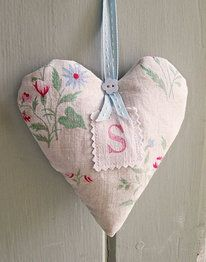Lavender sachet hand-made from vintage fabrics, personalized with an initial. Lavender Bags, Lavender Sachets, Sewing Crafts, Sewing Projects, Shabby Chic Hearts, Fabric Hearts, Heart Crafts, Hanging Hearts, Vintage Heart