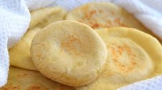 Pita bread recipe for making soft,fluffy, tender pita breads that form beautiful pockets.This Homemade pita bread recipe is so simple and easy to make. Homemade Pita Bread, Homemade Tahini, Homemade Hummus, My Recipes, Bread Recipes, Snack Recipes, Cooking Recipes, Tahini Recipe, Falafel Recipe