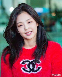 Kim Hair, Jennie Kim Blackpink, Shoulder Hair, Black Pink Kpop, Blackpink Fashion, Aesthetic Hair, Hat Hairstyles, Dream Hair, Blackpink Photos