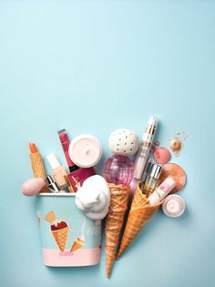 I like the bird's eye view of the products, with the background blending slightly with the stationary products in certain areas. I'm also a fan of the pastel colours.