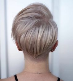 Short hair is nowadays adopted by women everywhere. Of course, there are countless styles to choose from, but if you are looking for a striking and effortless hairstyle, a pixie cut is a solution. Short Hairstyles For Thick Hair, Short Pixie Haircuts, Pixie Hairstyles, Down Hairstyles, Short Hair Cuts, Easy Hairstyles, Short Hair Styles, Medium Hairstyles, Summer Hairstyles