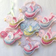 Little crochet bird