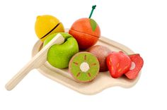 This gorgeous pretend fruit set includes a cutting board, knife and 5 sliceable fruits : orange, lemon, kiwi, strawberry and apple. The fruits tactile details o Baby Laden, Tee Set, Discovery Toys, Plan Toys, Little Chef, Eco Friendly Toys, Non Toxic Paint, Mixed Fruit, Play Food