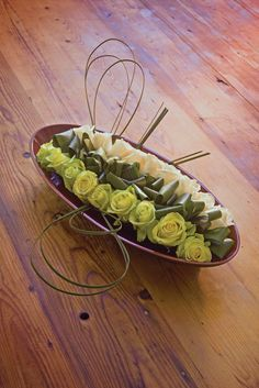 Three-dimensional arrangement - Keiko Kubo: Ikebana Style: 20 Portable flower arrangements perfect for gift giving
