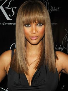 Tyra Banks like wig. WigSiS offers the latest Tyra Banks Hair Style Wig for her fans. Side Bangs Hairstyles, Long Face Hairstyles, Sleek Hairstyles, Celebrity Hairstyles, Weave Hairstyles, Straight Hairstyles, Fringe Hairstyle, Beautiful Hairstyles, Tyra Banks Hair