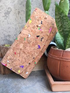 Go green with eco-friendly material.The minimalist CORK wallet; functional & smart. This can be achieved through smart design & sustainable materials.