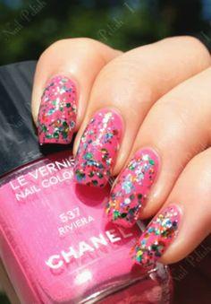 I love this pink glitter nail!