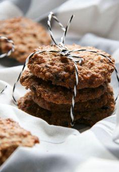 Diós zabkeksz – tökéletes gluténmentes tízórai Alacsony szénhidráttartalmú ízletes keksz, mely finomított cukor nélkül készült. Kiváló a gluténmentes tízórai csomagba egy natúr joghurt mellé!