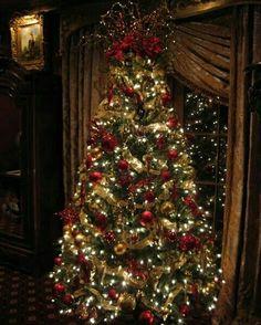 Árvore de Natal clássica  @christmasglitter