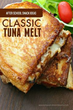 Is it already time to start thinking about what to feed the kids when they get home from school? Yup. This classic tuna melt is one you'll want to try. Grilled Sandwich, Soup And Sandwich, Salad Sandwich, Tuna Melt Sandwich, Tuna Sandwich Recipes, Tuna Fish Recipes, Canned Tuna Recipes, Sandwich Bar, Sandwich Ideas