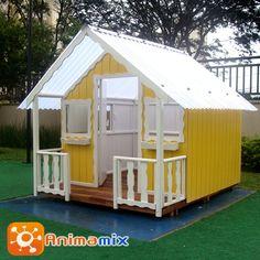 casinha de boneca de madeira amarela com branca