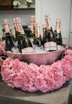 "The Chic Technique: Bridal shower idea for drinks like ""Sparkling Grape Juice"". Chandon Rose, Moet Chandon, Birthday Brunch, 21st Birthday, Birthday Parties, 25th Birthday Ideas For Her, Elegant Birthday Party, Pink Birthday, Fete Emma"