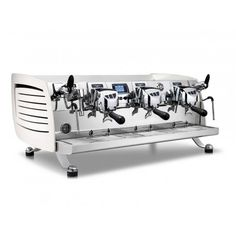 black eagle Gravitech is the espresso machine for high specialty coffee shop that grant consistency, quality and sustainability Machine À Café Barista, Coffee Machine Price, Coffee Machine Design, Espresso Coffee Machine, Professional Coffee Machine, Commercial Coffee Machines, Steam Boiler, Black Eagle, Real Coffee