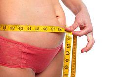 Si tu abdomen está hinchado puede que no sea solo grasa, especialmente en el caso de las señoras