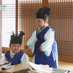 Daehan And Minguk Cute Baby Meme, Cute Kids, Cute Babies, Triplet Babies, Superman Kids, Song Daehan, Song Triplets, Cutest Thing Ever, Korean Celebrities