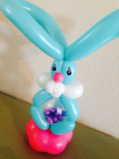 Easter bunny stuffed with chocolate eggs - made by Clown Tallie Balloon Hat, Balloon Ribbon, Balloon Crafts, Love Balloon, Circus Decorations, Balloon Decorations, Room Decorations, Balloon Columns, Balloon Arch