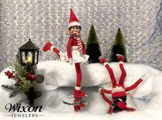 New Ideas for Elf on the Shelf - Christmas Tips The Elf, Elf On The Shelf, Christmas Traditions, Bubbles, Shelves, Traditional, Christmas Ornaments, Holiday Decor, Fun