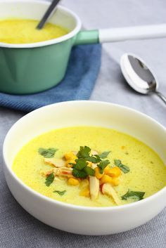 Corn Soup with Coconut and Smoked Chicken Healthy Soup Recipes, Vegetarian Recipes, Cooking Recipes, I Love Food, Good Food, Yummy Food, Warm Food, Comfort Food, Slow Cooker Soup
